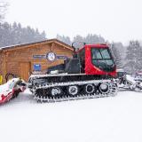 Schneeraupe vor der Lift-Öffnung - 27.1.2015