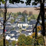 Stadt zwischen Wiesen und Wäldern
